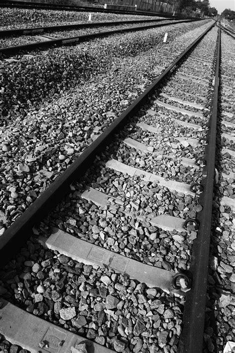 wallpaper api hitam gambar ditabrak kereta api tukang kerupuk lecet gambar