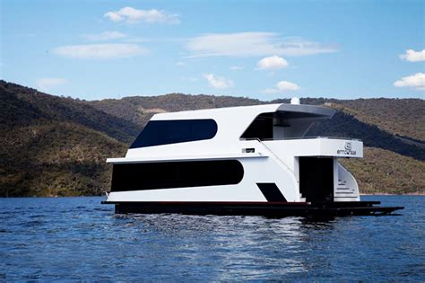 house boats status luxury houseboats