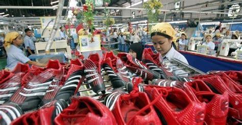 Pabrik Sepatu Asics business news buruh pabrik sepatu nike dan adidas di cina