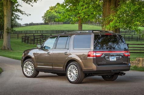 04 lincoln navigator 2015 lincoln navigator rear three quarter 04 photo 23