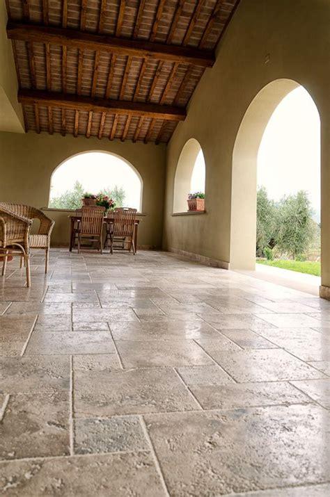 outside flooring ideen die besten 25 travertin etagen ideen auf