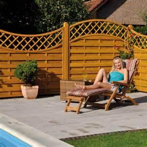 windschutz terrasse holz sicht windschutz aus holz kunststoff oder glas holz
