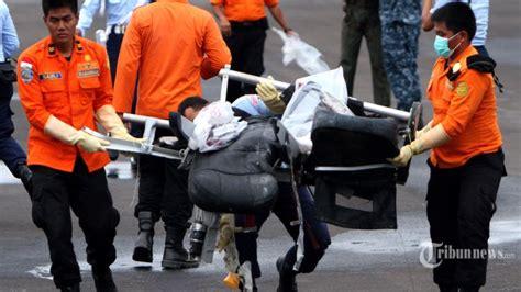 Kursi Evakuasi nelayan temukan jenazah anak diduga penumpang airasia di pulau sembilan tribunnews