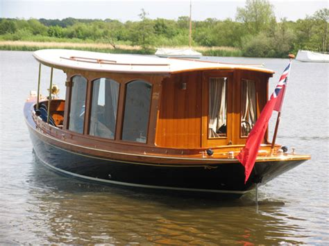 luxury boat hire for a chagne cruise from