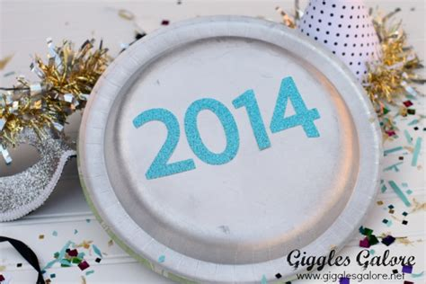 How To Make Noise With Paper - paper plate new year s noisemakers