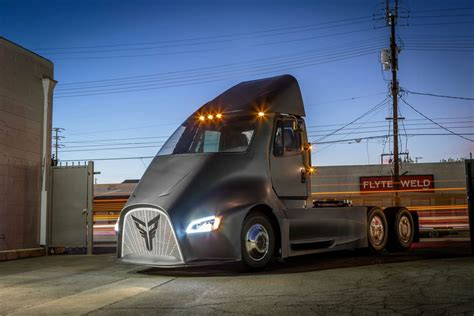 electric semi truck thor trucks electric big rig aims to put the hammer down