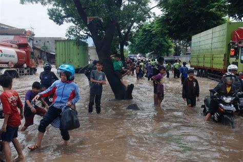 banjir rancaekek depan pabrik kahatex macet total