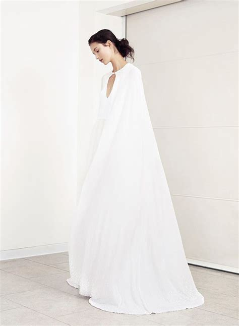 Wedding Dress With Cape by A Statement Trend 19 Amazing Wedding Dresses With Capes