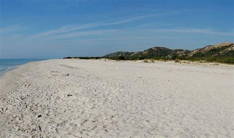sulla spiaggia sardegna berchida sardegnaturismo sito ufficiale turismo