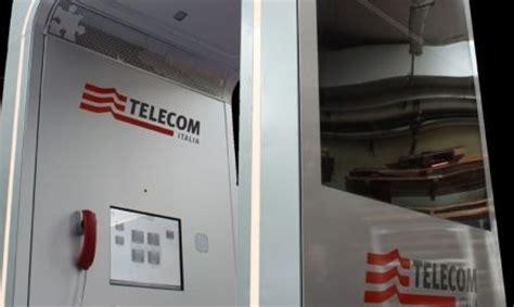 cabina telefonica italiana ecco la prima cabina intelligente di telecom italia tom