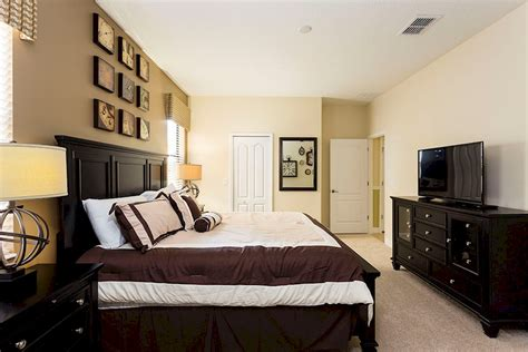 master bedroom downstairs luxury 8 bedroom 5 bath rental on the retreat at chions