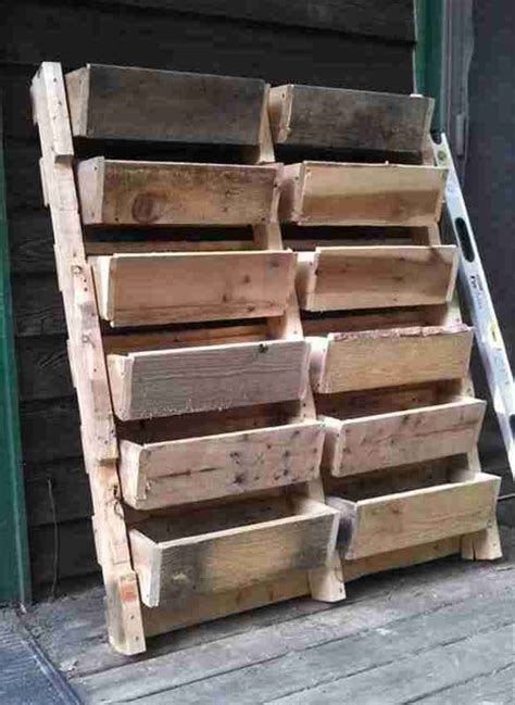 canapé en palette en bois les 25 meilleures id 233 es concernant palettes en bois sur