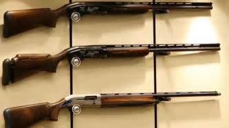 teure sammlerstücke 15 gewehre auf waffenmesse gestohlen polizei teure