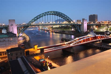 newcastle swing bridge a cold and windy night on newcastle quayside simonzphotoz