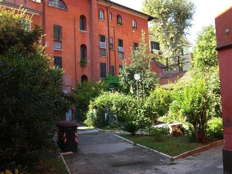 cortile condominiale condominio con pi 249 scale ed apertura varco punto di diritto