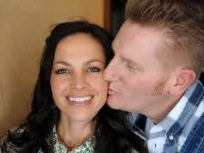 Joey and rory feek s inspiring love story leading up to cancer battle