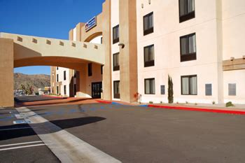 theme hotel yucca valley best western yucca valley hotel suites yucca valley