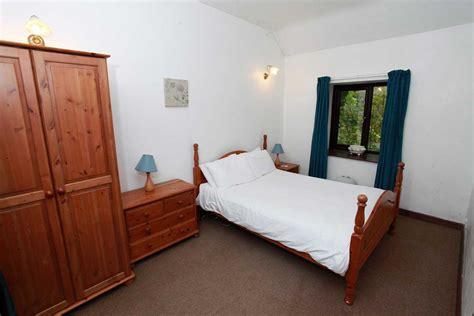 main bedroom picture of kenegie manor holiday park barn holidays cornwall penzance kenegie manor