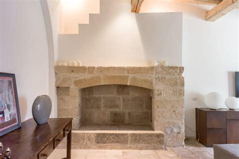 camino in pietra leccese interventi di interior design e disegno arredi nella