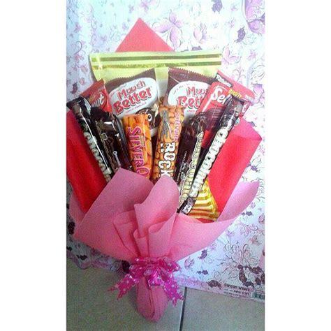 Snack Untuk Sidang Ataupun Wisuda tak melulu bunga 5 hadiah spesial ini pun bisa kamu berikan untuk temanmu saat wisuda istimewa