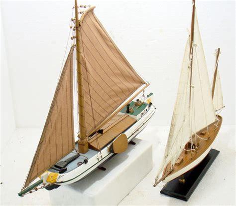 platbodem modelbouw 2 x miniatuur model platbodem en zeilboot