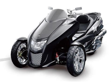 Suzuki 3 Wheel Scooter D Melds Three Wheel And Robotics Expertise To Create A