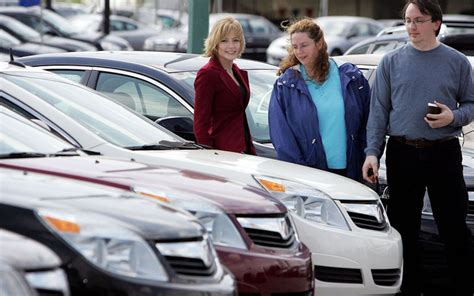 vehicle sales expected  rise slightly  august