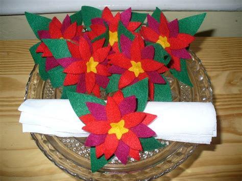 pattern for felt poinsettia napkin ring little felt house felt napkin rings poinsettias and roses