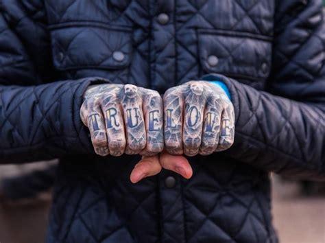 knuckle tattoo history knuckles tattoos series fubiz media
