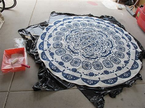 turn a tablecloth into a rug turning a table cloth in to a rug a diy anthropologie rug