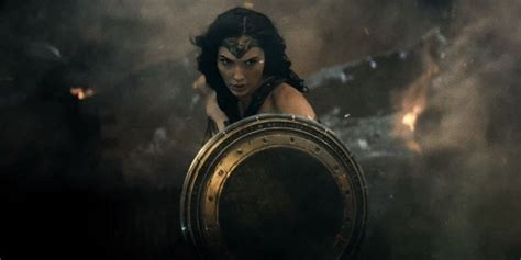 gal gadot di film batman vs superman wonder woman gets trailerized nothing but geek
