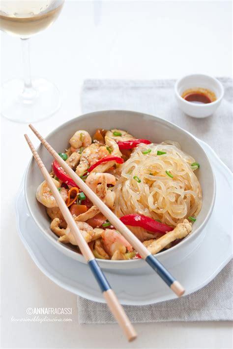 come cucinare shirataki singapore noodles shirataki con pollo e verdure l