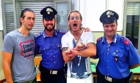 boom gemelli diversi gemelli diversi in carcere guai in vista per thema e