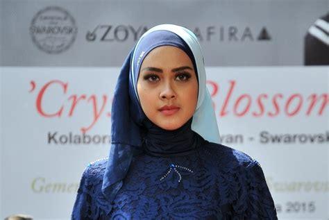 Jilbab Zoya merek kerudung zoya dilaporkan ke polisi republika