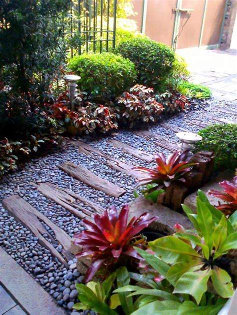 small simple garden ideas 17 best ideas about small garden landscape on