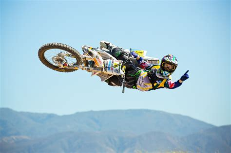 sick motocross video sick motocross whips from some of the best