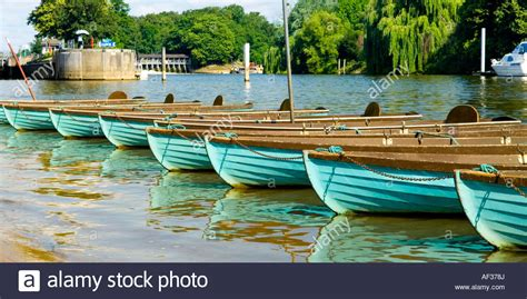 river thames boat hire hton court row boats for hire on river thames near hton court east