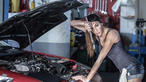 the car repairing the car