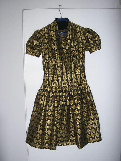 Guess Rantai Batik Kotak Gold gray and gold batik dress sewing projects burdastyle