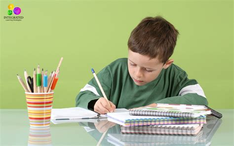 imagenes de escolares estudiando writing for kids is it better for kids to focus on