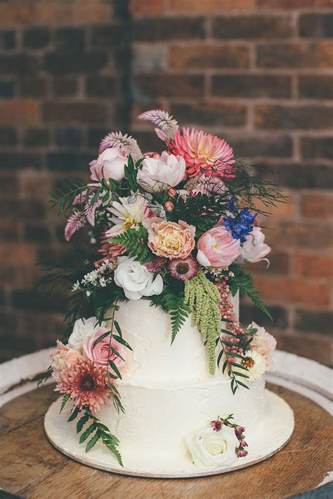 Cake Wedding Flowers by 8 Wedding Cake Topper Ideas Voltaire Weddings
