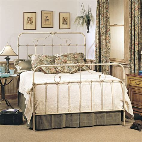 Ideas For Antique Iron Beds Design Best 25 White Iron Beds Ideas On Iron Bed Frames Metal Bed Frames And Metal Beds