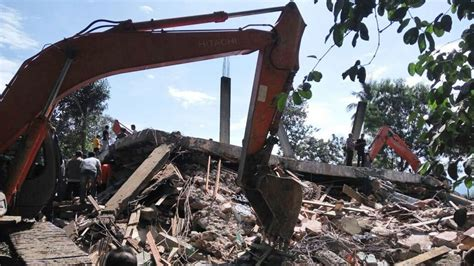 earthquake in aceh indonesia quake toll jumps to 97 as more bodies found in