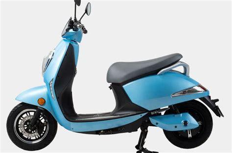 teknolojinin dokundugu elektrikli scooterla duesuek