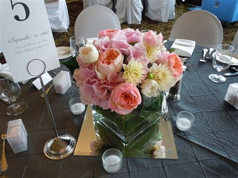square glass vase centerpiece with pink hydrangea pink