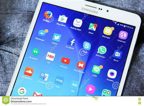 Tablet Samsung X7 samsung tab s2 with android applications icons editorial