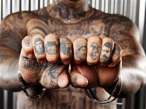 tattooed fingernails 9 stylish gangster finger tattoos