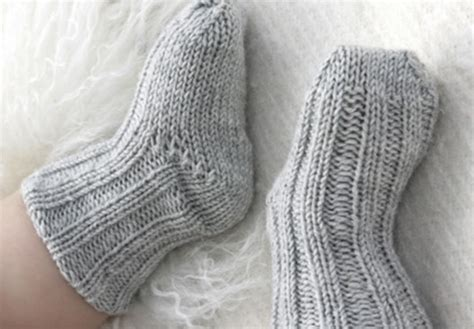 knitting pattern infant socks traditional knitted baby socks free knitting pattern
