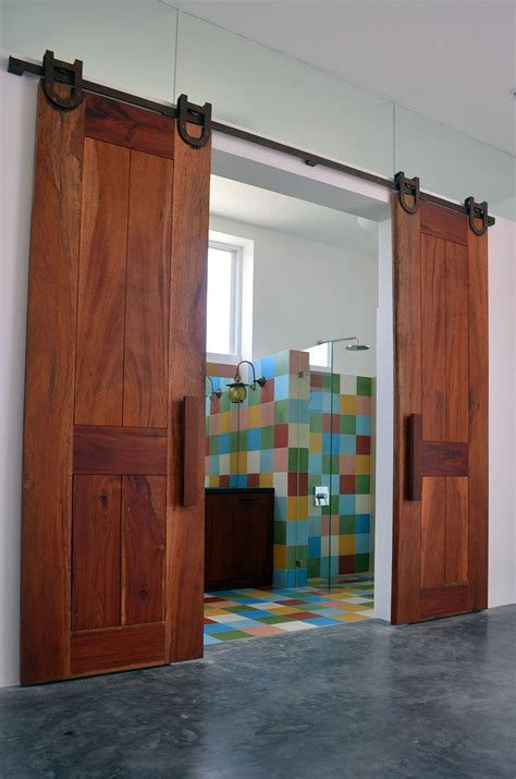 Barn Doors For Bathroom Sliding Barn Doors For The Colorful Bathroom Decoist