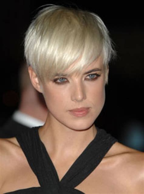 cropped hairstyles on pinterest short cropped hair agyness deyn long fringe and short cropped hair love